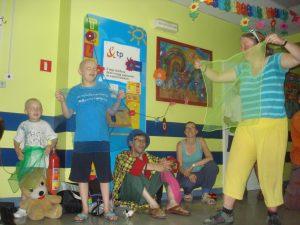 Circus Kiko optreden in ziekenhuis Lublin ism EJC (europees jongleer festival)