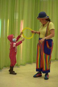 Clown Kiko in het Radbout ziekenhuis i.s.m. Stichting Rachels Glimlach