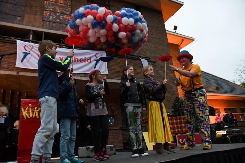 Clown & Jongleur Kiko's Goochelshow - interactie met de kinderen