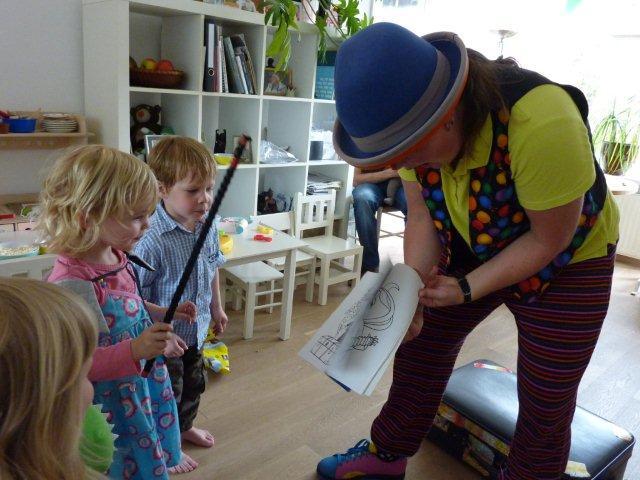 Toveren met Clown Kiko op een verjaardags feest in Nijmegen