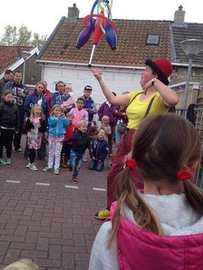 Clown & Jongleur Kiko straatshows voor kinderen en families op festival Heechspanning in Heeg