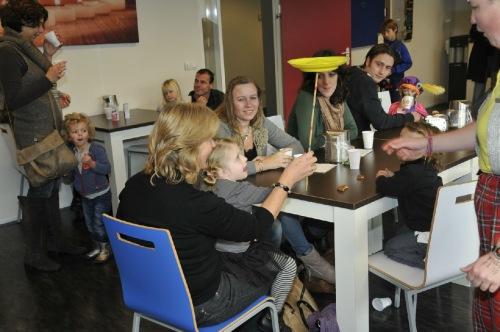 Met Jongleer entertainment de tafel langs - Clown & jongleur Kiko - Tafeljongleren