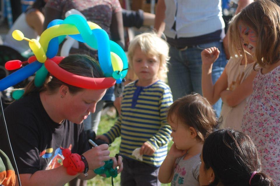Ballon figuren vouwen op festival de Kaaij in Nijmegen