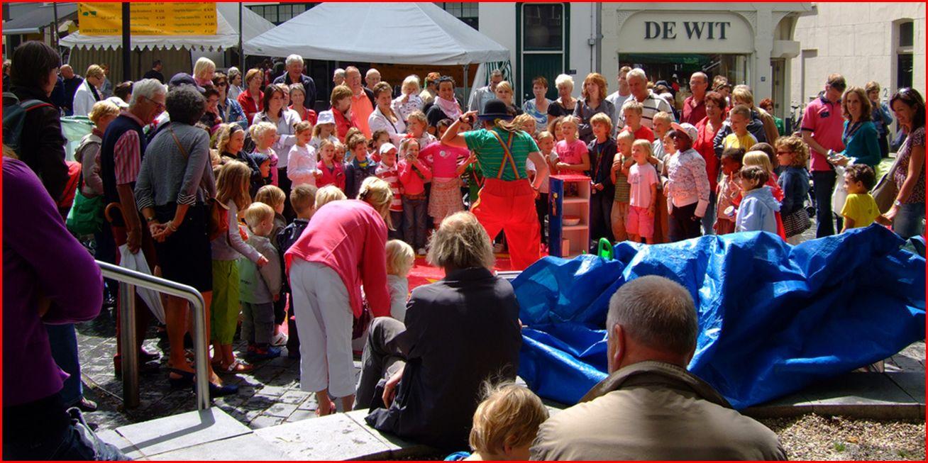 Jongleur Kiko - straat(jongleer)show in Nijmegen - ganzenheuvel - hezelstraat - vierdaagse feesten