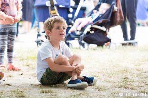 Kijken naar Kiko's Kindertheater - Familievoorstelling 'in de soep' - op foodtruck festival het Hoofdgerecht in Amsterdam