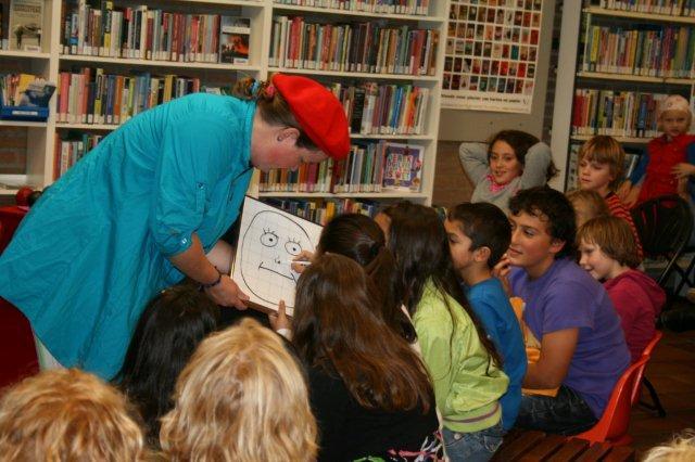 Kiko's Kindertheater - Familievoorstelling 'Kiko's Tekenwedstrijd' met jongleren, goochelen en veel interactie