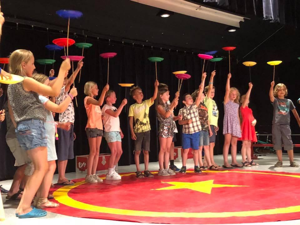 circus kiko - circusdag met eindshow door de kinderen - chinese bordjes act