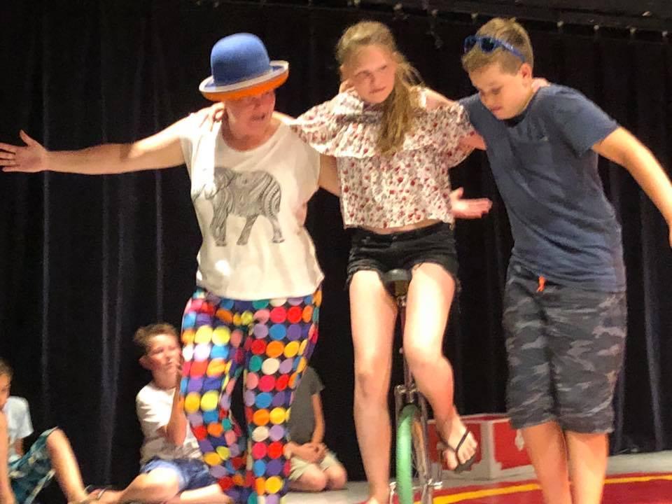 circus kiko - circusdag met eindshow door de kinderen - eenwieler act