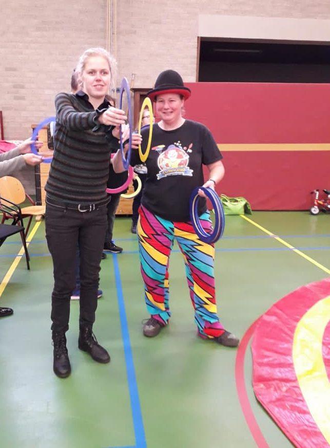 Circus Kiko -speciaal circus voor speciale mensen - workshop - jongleer ringen2