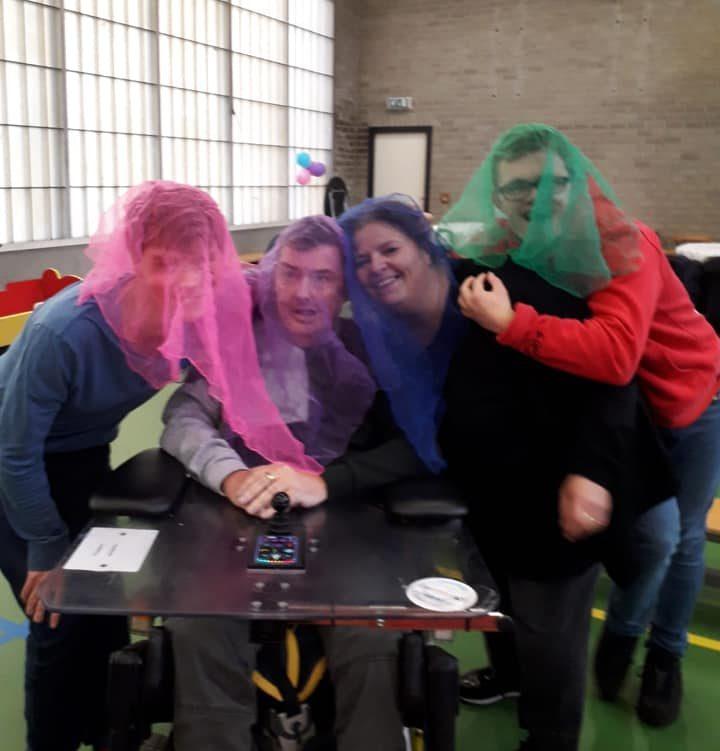 Circus Kiko -speciaal circus voor speciale mensen - workshop jongleer spel met sjaaltjes
