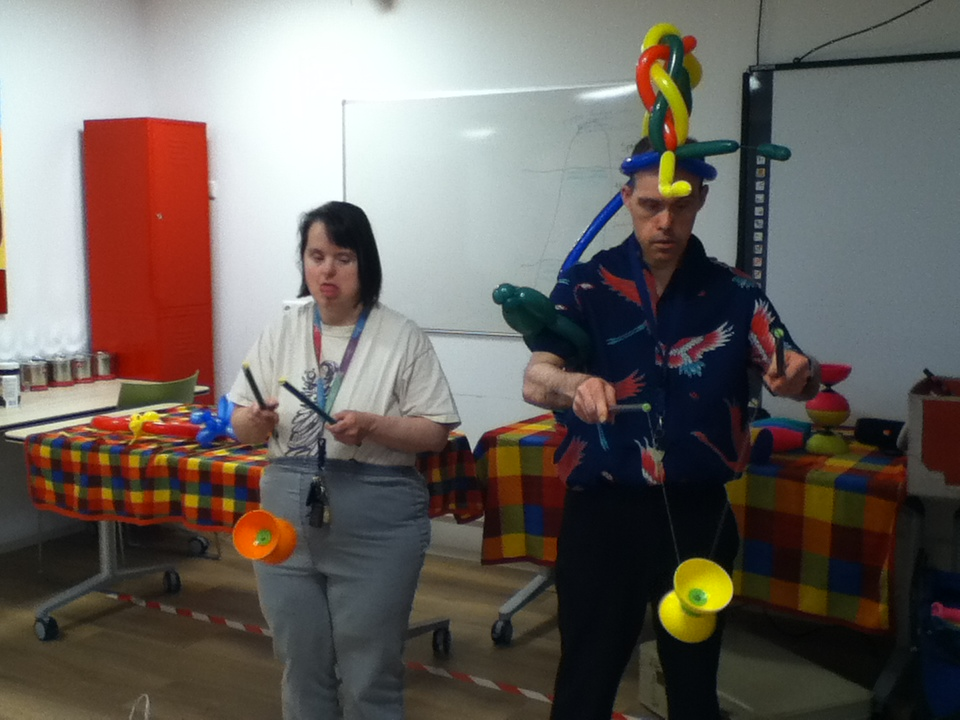 Circus Kiko -speciaal circus voor speciale mensen - workshop diabolo3