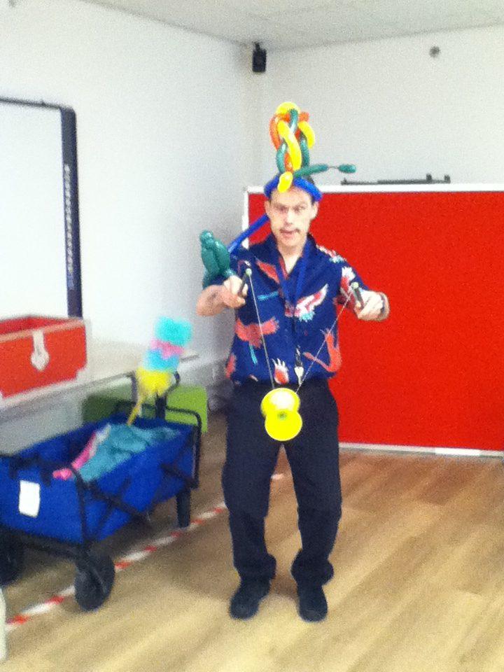 Circus Kiko -speciaal circus voor speciale mensen - workshop diabolo