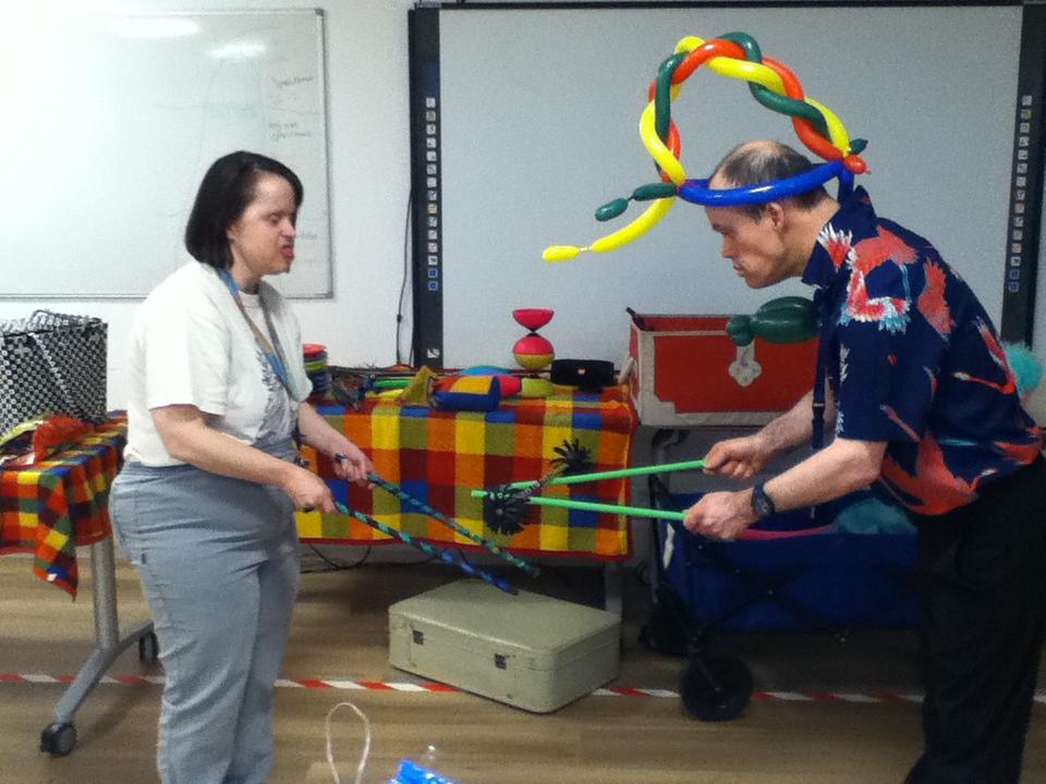 Circus Kiko -speciaal circus voor speciale mensen - workshop - flowersticks2