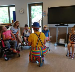 Clown Kiko Speciaal Circus voor speciale kinderen - optreden vol verwondering en contact