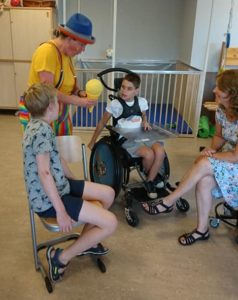 Clown Kiko Speciaal Circus voor speciale kinderen - met zijn allen en 1 op 1