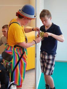 Clown Kiko Speciaal Circus voor speciale kinderen - met zijn allen en 1 op 1 contact