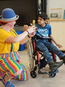 Clown Kiko Speciaal Circus voor speciale kinderen - verwondering en contact
