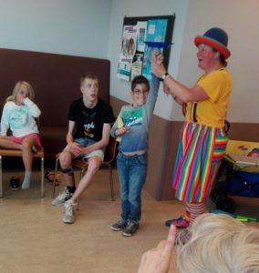 Clown Kiko Speciaal Circus voor speciale kinderen - clown Kiko krijgt hulp3
