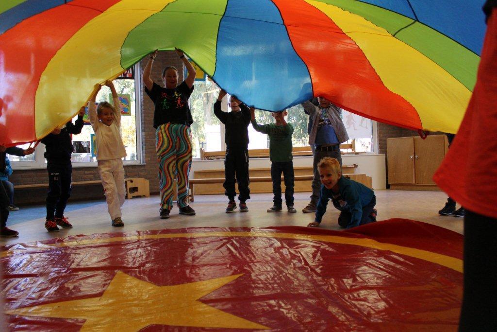 circus kiko workshops dag op school spel parachute
