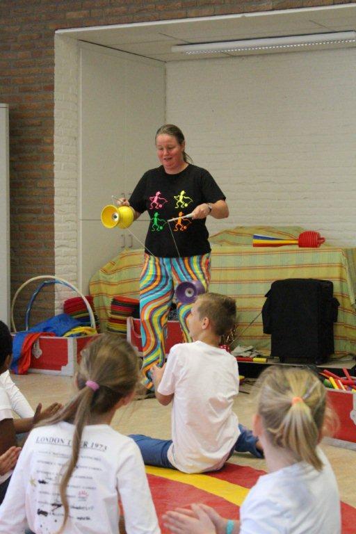 circus kiko workshops dag op school diabolo demonstratie en uitleg