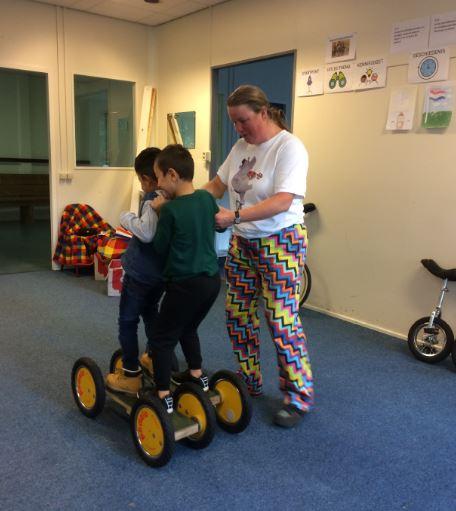 circus kiko workshop vreemde voertuigen - op de pedalo's