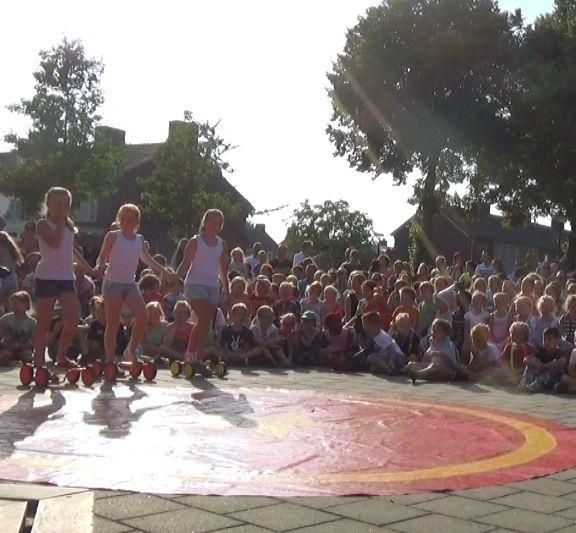circus kiko - circusdag met eindshow door de kinderen - pedalo act - circus op school