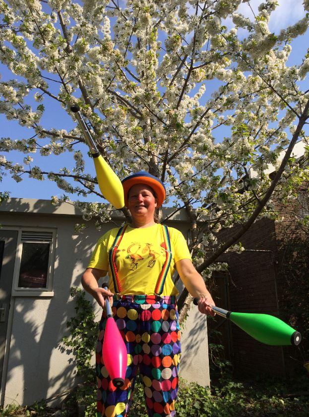 Circus Kiko Jongleren onder de kersenboom