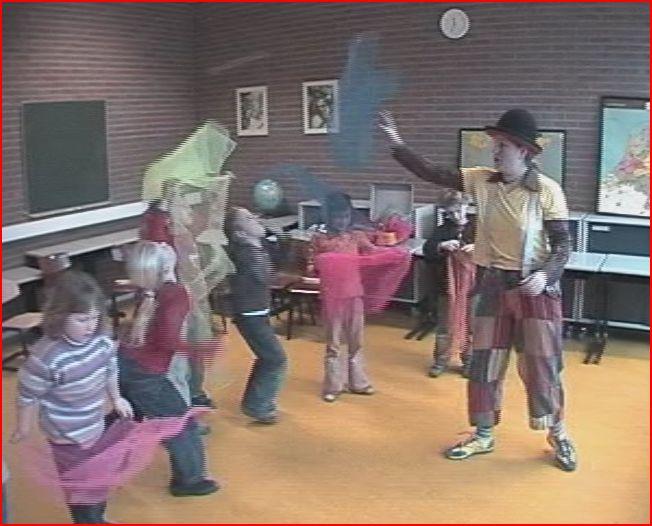 circus kiko workshops op school - sjaaltjes jongleren
