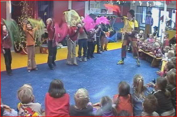 circus kiko - circusdag met eindshow door de kinderen - diabolo act - circus op school