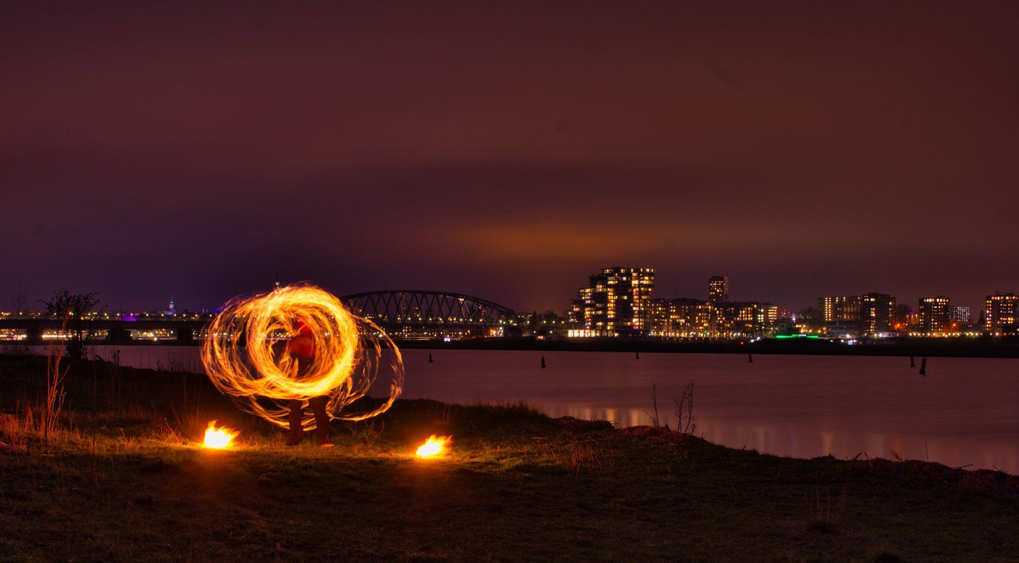 KIKO vuurshow - vuur jongleren stokdraaien petters aan de Waal in Nijmegen