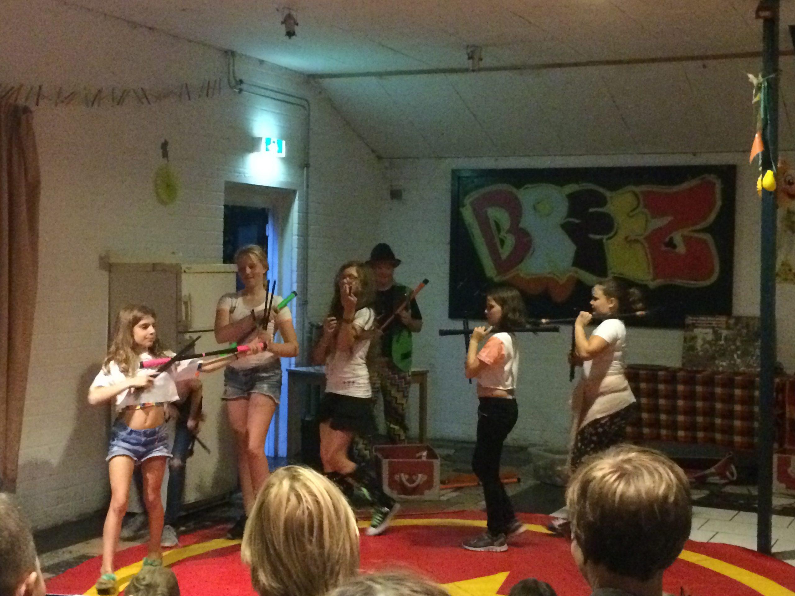 Circus Kiko Workshop met eindshow door de kidneren voor hun ouders als hooggeerd publiek bij scouting vereniging