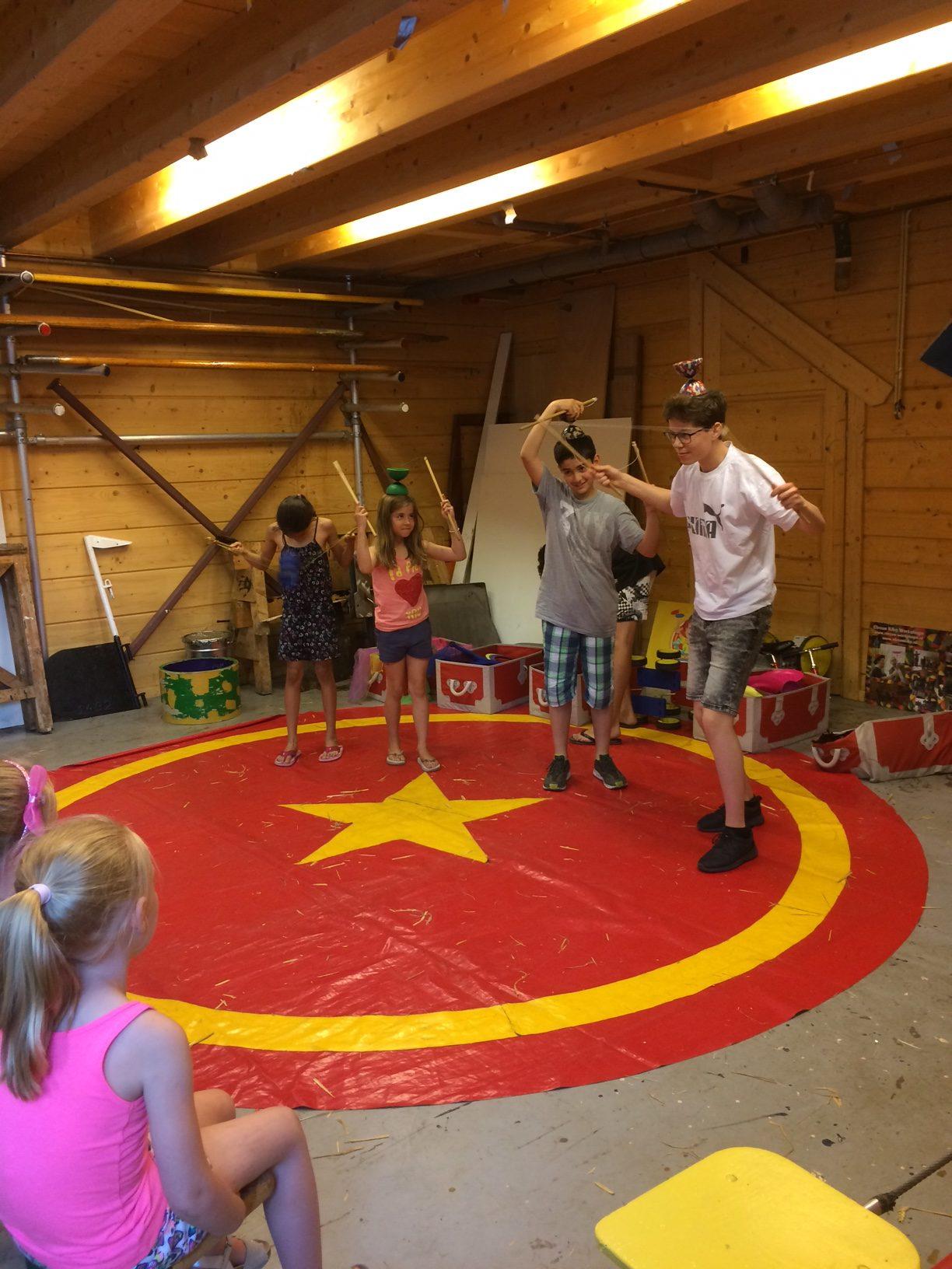 Circus kiko Workshop - eindshow door de kinderen voor hun ouders als hooggeeerd publiek