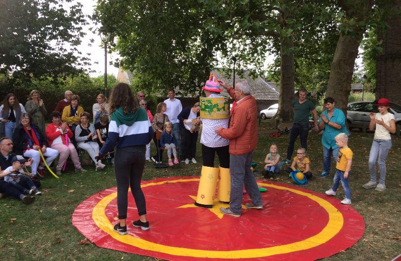 Circus Kiko Workshops - act in de eindshow door de deelnemers van de workshop op een familiedag