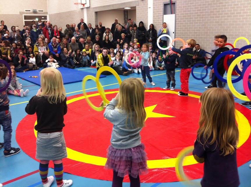 Circus kiko Workshop - eindshow door de kleuters op een school voor hun ouders als hooggeeerd publiek